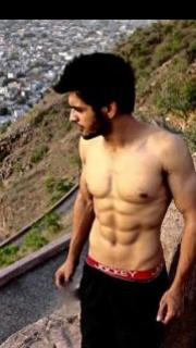 Ashut's journey from being overweight to having the desired six packs